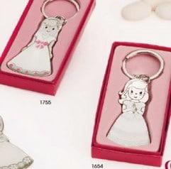 Llavero comunión niña vestido blanco y con lazo en caja de regalo rosa como recordatorio para los invitados