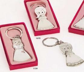 Llaveros nia comunión coroza y rosa en caja de regalo de color rosa como regalo para los invitados