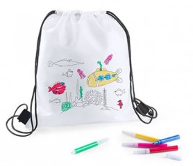 Mochila petate con rotuladores para colorear como detalle para los niños del evento