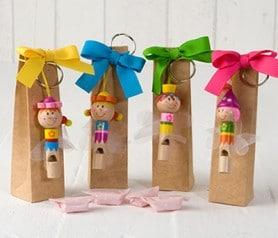 Orginal silbato de hadas en estuche con caramelos como detalle de comunión o bautizo para los niños del evento
