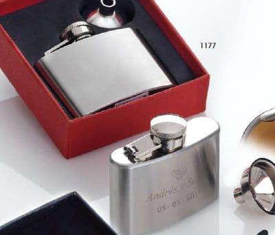 Petaca en estuche con embudo aluminio en caja de regalo como obsequio para los invitados de tu boda o evento
