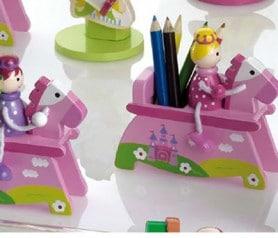 Princesa en caballo de madera con lapiceros de colores original detalle para los niños de la comunión o para fiestas infantiles