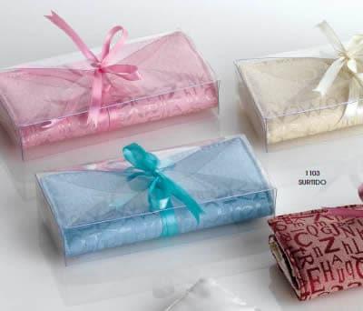 Estuche porta-joyas decorado con caja y lazo para las mujeres invitadas a la boda