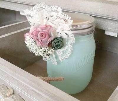 Jarrón decorado con bouquet floral para la decoración de tu boda o como detalle para las invitadas