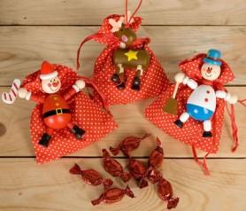 Colgante elástico navideño con bolsa y bombones como regalo de navidad infantil