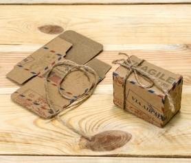 Cajita air mail con cordón rústico para los detalles de la boda