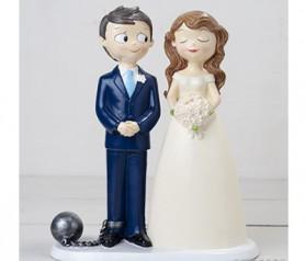 Divertida figura de novios condenados para decorar la tarta de boda