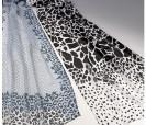 Foulard estampado animal en tonos grises para regalar a las mujeres invitadas