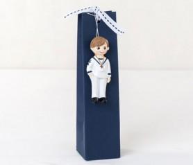 Imán comulgante niño marinero con caja y peladillas como detalle de comunión