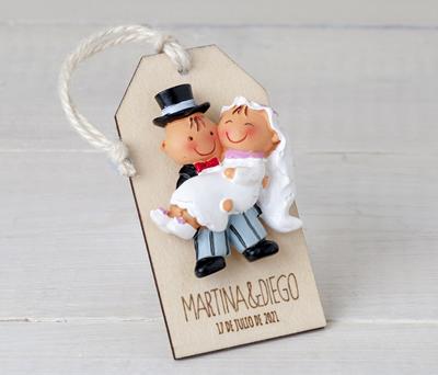 Novios imán en tarjeta de madera personalizable como regalo para los invitados de la boda