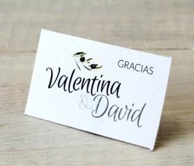 Tarjeta precortada rama de olivo personalizadas con vuestros nombres para decorar los detalles de boda