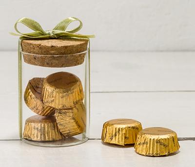 Tarro de cristal con bombones como obsequio para los asistentes a tu boda o evento