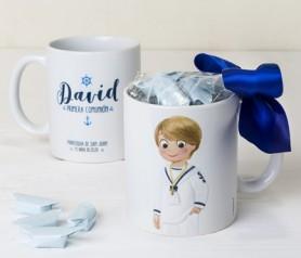 Taza cerámica Comunión marinero con caramelos como detalle paa los invitados de la comunión