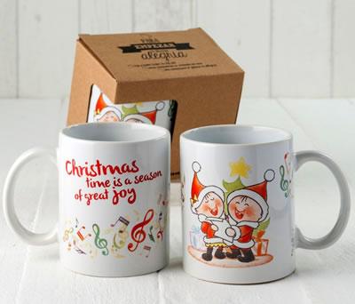 Taza cerámica navideña niños cantanto villancicos como regalo de navidad