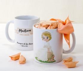 Taza cerámica niña comunión sentada con caramelos