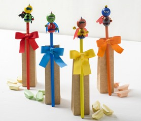 Lápices superhéroes con 3 caramelos Recuerdo Comunión Recuerdo Bautizo