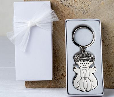 Llavero metálico ángel sentado en caja blanca adornado detalle primera comunión