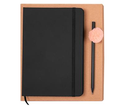 Set de libreta tamaño A5 con tapas de PU y cierre de banda elástica y lapicero de madera color negro con pompón de colores para regalar como detalle personalizado de boda o merchandising