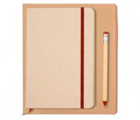 Set Fabric rojo compuesto por bolígrafo fabricado en papel y cartón con diseño de lápiz y libreta tamaño A5 con tapa en tela de 80 hojas lisas como detalle de boda o producto publicitario