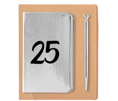 set plata de libreta con 25 aniversario y bolígrafo a juego como detalle de bodas de plata