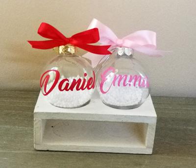 Bolas de navidad personalizadas con nombres para decorar tu árbol y como detalle de navidad