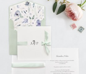 Elegante invitación combinable con lazo, sobre y forro