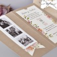 Fotos polaroid de los novios en la parte izquierda de la invitación