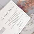 Información invitación papel con textura y dibujo de hojas