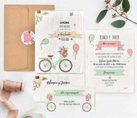 Invitación bicicleta con tarjeta de confirmación, sobre kraft y pegatina de cierre a juego