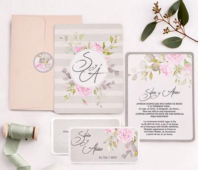 Invitación de boda floral con tarjeta de confirmación sobre y pegatina