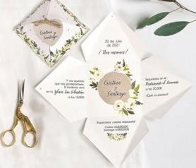 Original invitación de boda en forma de pirámide como novedad para bodas de 2019 y 2020