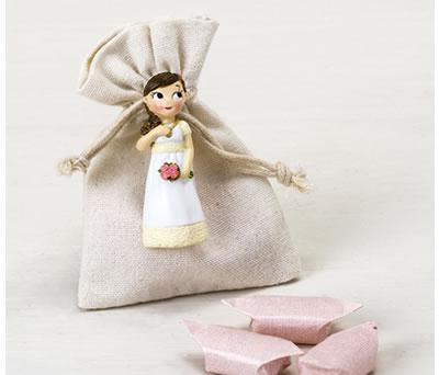 Imán en forma de niña comunión en bolsita con caramelos