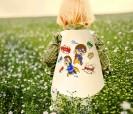 Capa de superéroe con ceras para colorear ideal para fiestas infantiles o como artículo promocional para niños pequeños