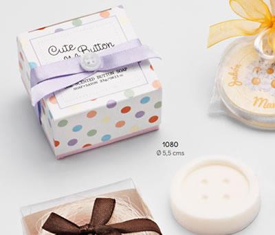Jabón en forma de botón presentado en caja de regalo ideal como detalle de boda o comunión