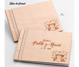 Libro de firmas de madera novios besándose de 30 hojas personalizable para guardar un bonito recuerdo de la boda