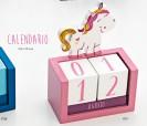 Calendario de madera rosa con unicornio para regalar como detalle de cumpleaños, en fiestas infantiles o como detalle para niñas pequeñas