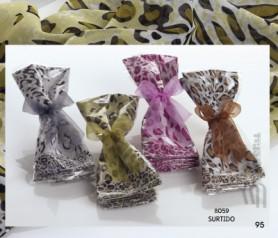 Fulares con estampado de leopardo en colores surtidos presentado en bolsa con lazo, perfecto para regalar como detalle de boda o comunión para las invitadas al evento
