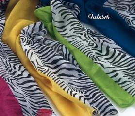 Fulares con mitad estampado de zebra y mitad color liso amarillo, azul, verde o rosa. Ideal para regalar como detalle de boda o comunión para las invitadas