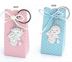 Llavero bebé con pañal y osito para personalizar presentado en caja de regalo con lazo y 4 peladillas ideal para regalar como detalle de bautizo a los invitados