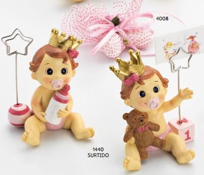Portafotos o portatarjetas de niña bebé con corona como detalle de bautizo