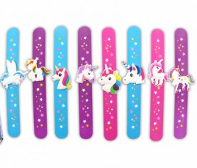Divertida pulsera de unicornio como regalo para las niñas invitadas a la comunión