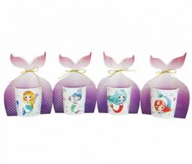 Tazas de divertidas sirenas con cartón decorativo como detalle de comunión para las niñas invitadas