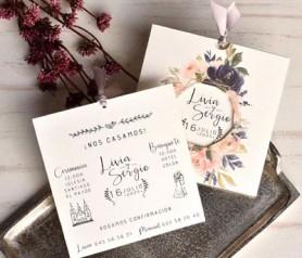 Elegante invitación de boda 2020 corona flores tonos rosas y azules con tarjeta extraible
