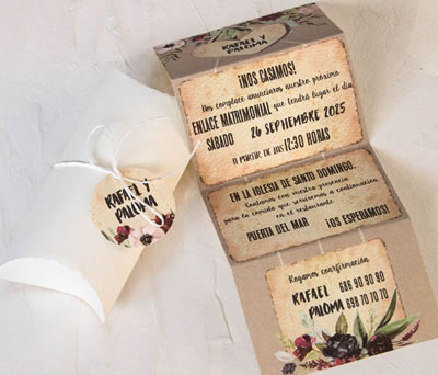 Invitación de boda en estuche con tarjeta personalizada
