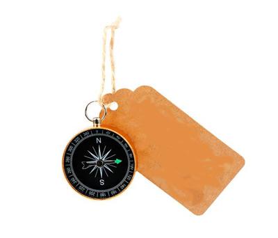 brujula vintaje con tarjeta kraft como detalle para los invitados de bodas o comuniones