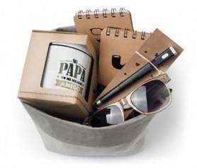 Set de regalo para el día del padre compuesto por taza, bolígrafo, libretas y gafas por ser el mejor
