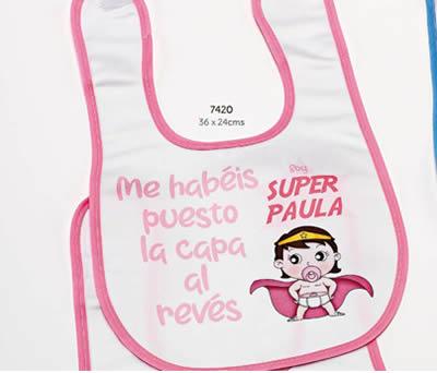 BABERO SUPER HEROÍNA RIBETE ROSA PERSONALIZADO NOMBRE. 36x24 cms. ADOP7420
