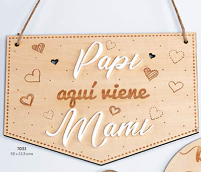 """CARTEL MADERA """"PAPI AQUÍ VIENE MAMI"""". 30 x 22.5 cms. ADOP7033"""