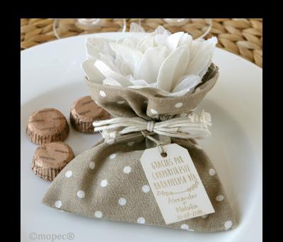 Bolsita marrón 3 bombones flor marfil 2 texturas* AAB525