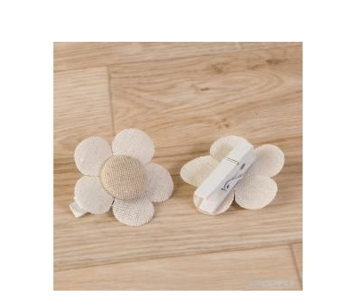 Pinza flor color marfil-beige lisa 4,5x4,5cm.  AA427